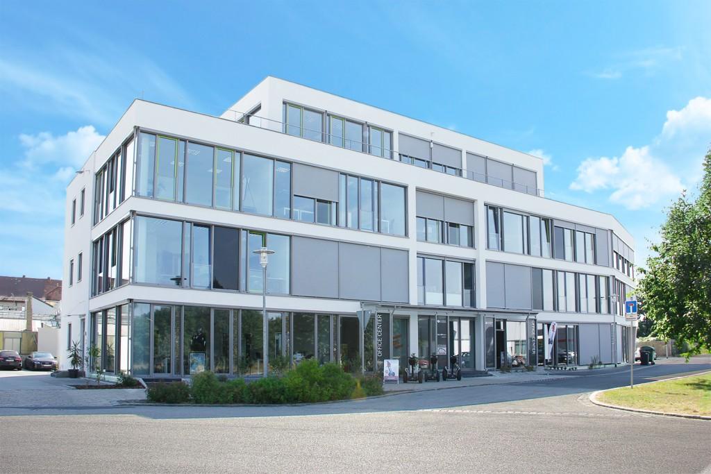 Officecenter-vom-Parkplatz-klein